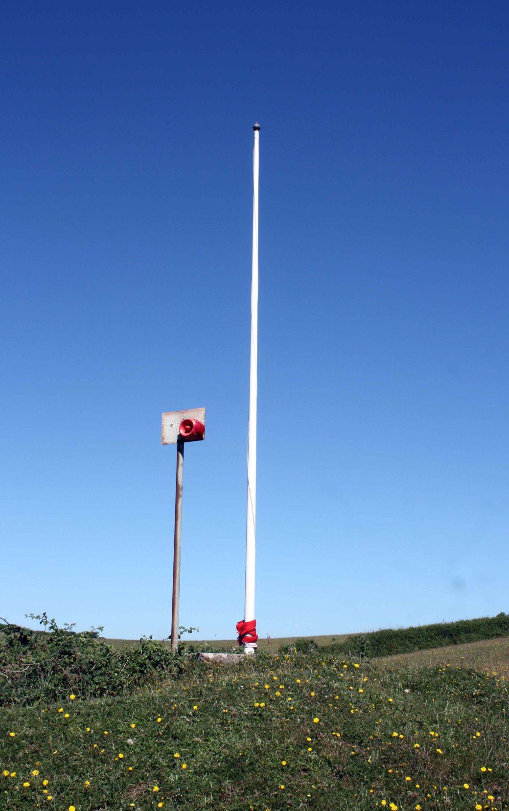Warning pole